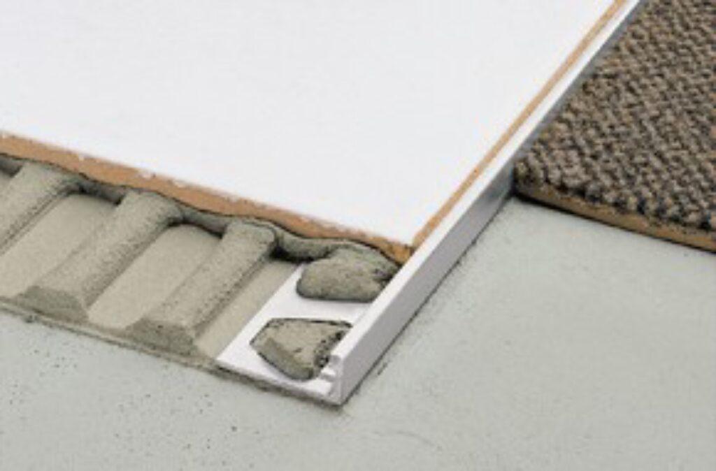 Schl.E110 nerezová ocel 250/11 SCHIENE-E - Systémová řešení / Ukončovací profily / Katalog koupelen