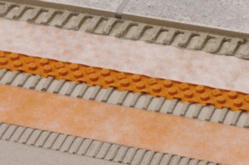 Schl.STUVKB90/5M překrytí spoje na sraz šířka 90mm DITRA-DRAIN-STU - Systémová řešení / Izolace a separace / Katalog koupelen