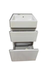 LB JOLLY MAXI skříňka vč.umyvadla, 2x plnovýsuv L50M.0000 bílá lesklá-Skříňka včetně umyvadla do koupelny. Šířka umyvadla 50 cm. Skříňka má dvě zásuvky s tichým dovíráním a plnovýsuvem. Šuplíky mají hranatou dlouhou úchytku, která je momentálně namontovaná z vnitřní strany nábytku.